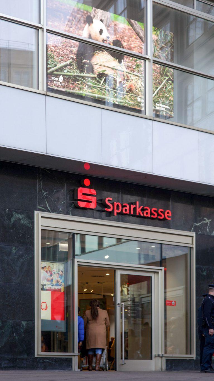 Синемаграфы на Alexanderplatz в Берлине.